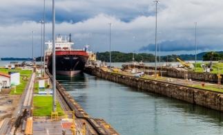 Bloomberg: Traficul navelor prin Canalul Panama dă semne de revenire, o veste bună pentru comerţul mondial