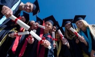 MEC: Peste 1.200 de elevi, care au încheiat cu media generală 10 examenele naţionale din sesiunea iunie-iulie 2020, vor primi stimulente financiare