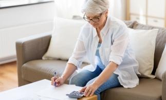 Violeta Alexandru: Angajatorii sunt notificaţi prin e-mail despre angajaţii care se apropie de pensionare