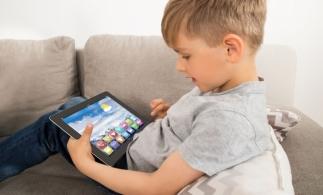 Executivul a suplimentat bugetul pentru achiziţia de tablete şcolare cu 50 de milioane de euro