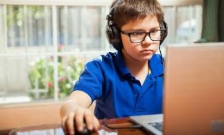 Studiu: Trei sferturi dintre copiii cu vârste între 6 şi 15 ani utilizează jocuri video
