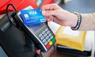 BCE consideră că pandemia a stimulat plăţile cu cardul în zona euro