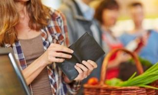 Studiu: Românii alocă mai mult de jumătate din bugetul pentru sărbători pe mâncare