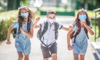 Ministrul Educației: De luni, masca nu va mai fi obligatorie în curtea școlii; pauzele rămân decalate