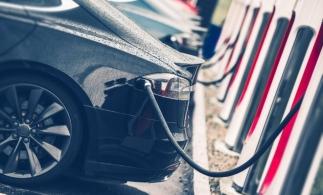 Vânzările de mașini electrice au crescut în Europa în urmă înăspririi obiectivelor privind emisiile