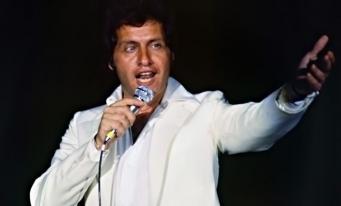 """Joe Dassin, cântărețul devenit un adevărat """"fenomen social"""""""