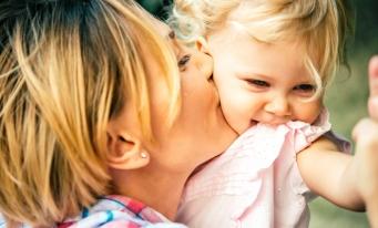 De la 1 septembrie, indemnizația pentru creșterea copilului este plafonată la 8.500 lei
