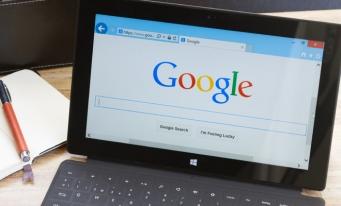 Biletele de avion și camerele la hotel pot fi rezervate utilizând Google