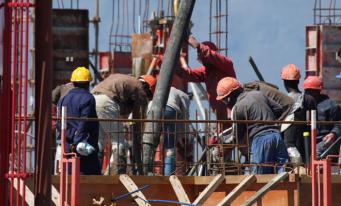 Contingentul de lucrători nou-admiși pe piața forței de muncă din România a fost suplimentat cu 8.000 de persoane