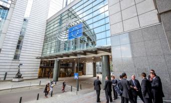 Europarlamentarii solicită o gardă financiară europeană şi o unitate de informaţii financiare