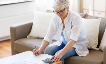 Femeile de peste 65 de ani din UE au primit o pensie cu 30% mai mică, în medie, decât cea a bărbaților