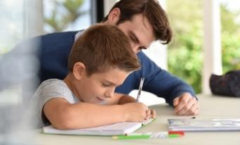 Modificări recente aduse legislației prin OUG nr. 41/2020. Zile libere pentru părinți pe perioada vacanței