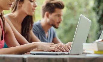A fost lansată platforma de e-learning www.hubproedus.ro