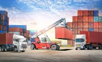 INS: 53,1 milioane de tone de mărfuri încărcate/descărcate în porturile în care sunt operate nave maritime, în 2019