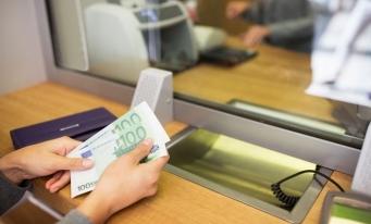 Restanţele la creditele în lei, în creştere cu 1%; cele la împrumuturile în valută au coborât cu 4,38%, în martie