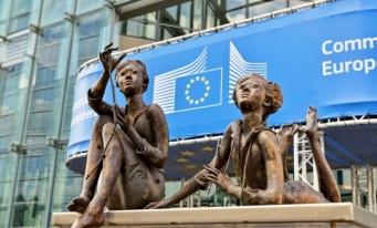 CE solicită opiniile cetățenilor cu privire la noua strategie privind drepturile copilului