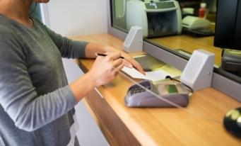 Aproximativ 8% dintre gospodăriile din România folosesc împrumuturile ca instrument financiar