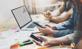 Studiu: Contribuabilii români încep să acceseze serviciile online ale primăriilor; 65% folosesc telefonul mobil