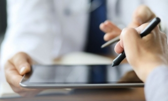 Angajatorii și salariații vor putea folosi semnătura electronică la încheierea contractului de muncă
