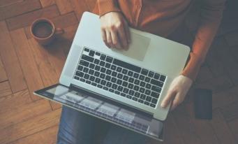 Sondaj: Peste 92% dintre românii din mediul urban folosesc cel puțin un dispozitiv digital în viața de zi cu zi