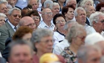 INS: Persoanele de 65 de ani și peste reprezintă 19,3% din populația rezidentă a României