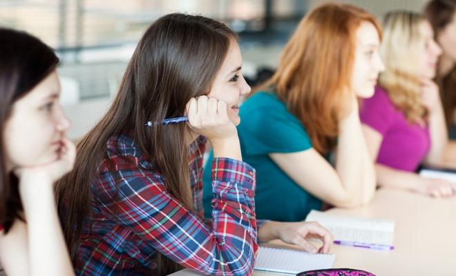 Timpul anual de instruire recomandat pentru educația obligatorie în programul de zi, în Europa (2015-2016)