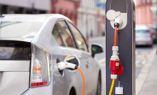 Studiu E.ON: Românii sunt cei mai optimiști europeni în privința viitorului mașinilor electrice