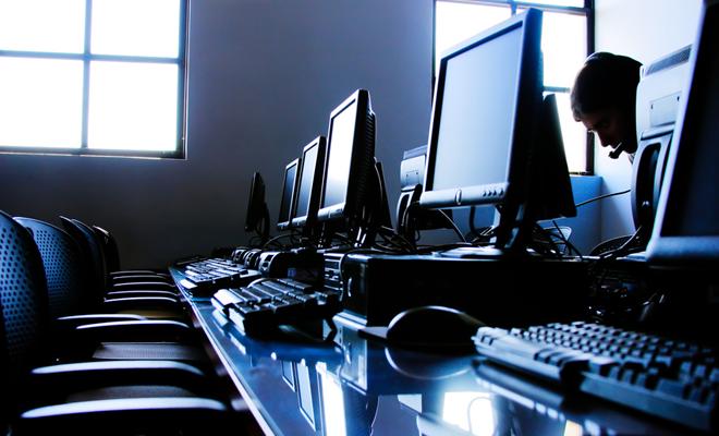 Selecție în rândul liceelor pentru înființarea a 60 de Centre de Excelență în Tehnologia Informației (CETI)