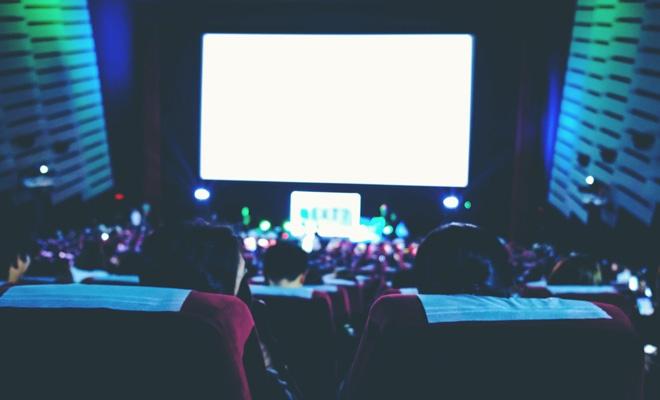 Peste 70% dintre spectatorii cinematografelor din România sunt concentrați în zece orașe