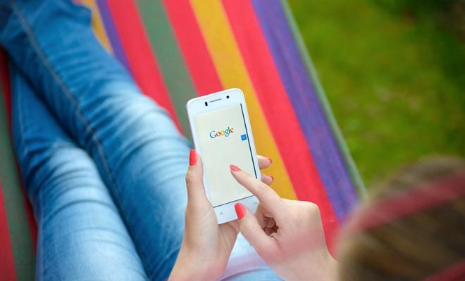 Studiu: Cuvintele translare, meteoși traducere, cele mai căutate de români pe Google în 2018