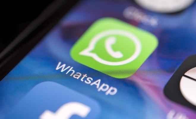 WhatsApp limitează capacitatea utilizatorilor de a distribui mesaje pe platforma sa, pentru a combate știrile false