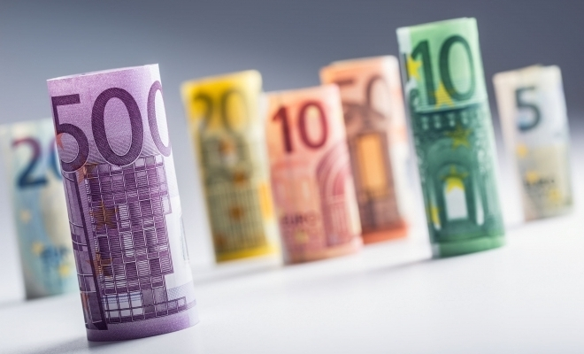 BCE: Noile elemente de siguranță ale bancnotelor din zona euro au redus falsurile, în 2018