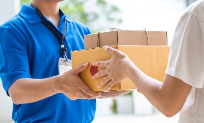 Studiu: Afacerile din sectorul de poştă şi curierat au depăşit 4 miliarde lei, în 2018