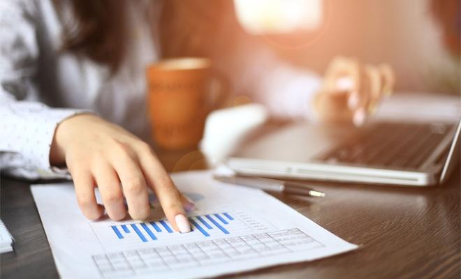 Trecerea de la trimestru la luna calendaristică în urma realizării unei achiziții intracomunitare