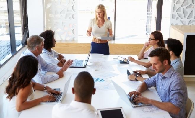 Eurostat: Un manager din trei este femeie, în Uniunea Europeană
