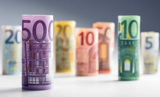 BCE: Noile elemente de siguranță ale bancnotelor din zona euro au redus falsurile în acest an