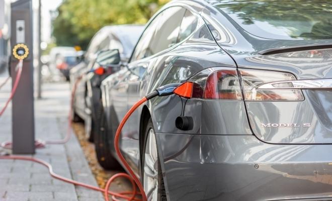 Vânzările globale de automobile electrice au scăzut în iulie pentru prima dată