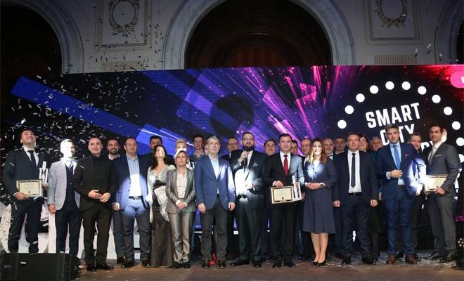 """""""Rețete"""" pentru construirea viitorului la Gala Smart City"""