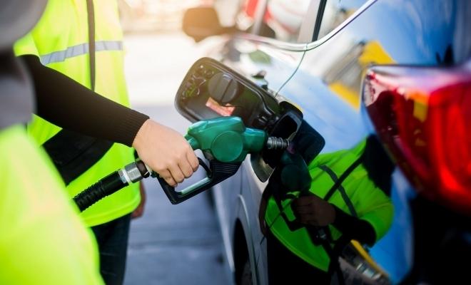 Marea Britanie va interzice automobilele echipate cu motoare pe benzină și motorină din 2035