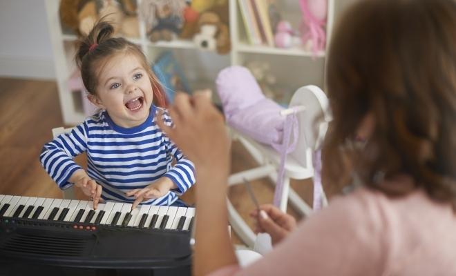 Sinteza principalelor prevederi ale HG nr. 217/2020 pentru aplicarea prevederilor Legii nr. 19/2020 privind acordarea unor zile libere părinților