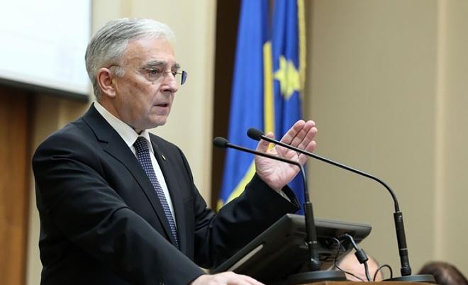"""Mugur Isărescu: """"Obiectivul imediat al BNR rămâne asigurarea lichidităţii necesare finanţării cheltuielilor statului şi economiei reale în condiţii de stabilitate relativă a cursului de schimb al leului şi de reducere graduală şi sustenabilă a ratelor de dobândă"""""""