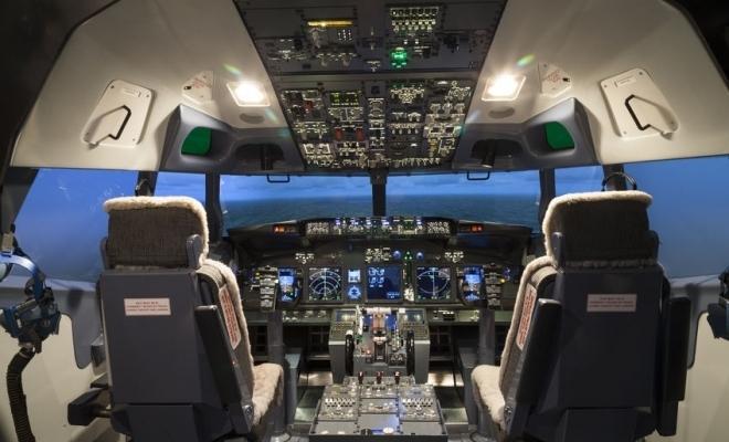O companie aeriană îşi închiriază simulatoarele de zbor cu ora pentru a genera noi venituri