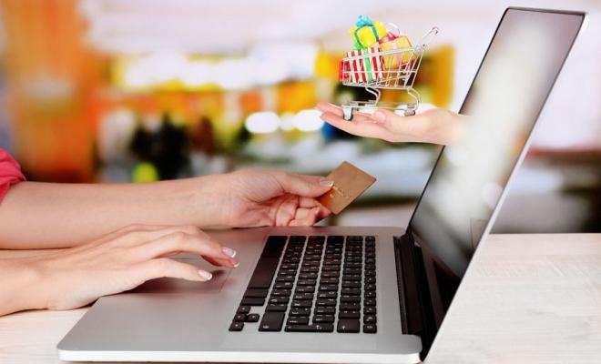 Studiu: Un sfert dintre români nu efectuează plăţi online de teama furtului datelor personale