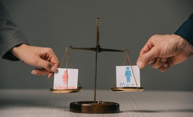 Barometru: 86% dintre cetăţeni consideră că femeile şi bărbaţii au drepturi egale
