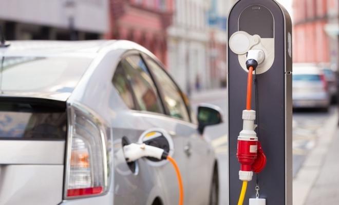 ACEA: UE ar trebui să aibă un milion de staţii publice de încărcare a automobilelor electrice în 2024