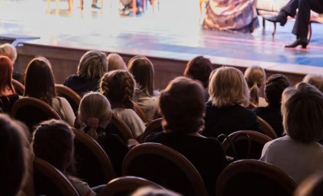 Din nou împreună, la teatre și cinematografe; încă un pas spre revenirea la normalitate