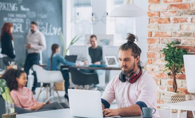 Studiu: Cinci din zece români ar lucra la un angajator mai puțin cunoscut dacă venitul ar crește cu 15%