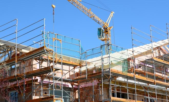 În primele zece luni, volumul lucrărilor de construcţii, serie brută, a scăzut cu 4,1%