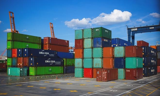 Deficitul comercial a crescut cu 2,063 miliarde euro în primele 11 luni din 2018