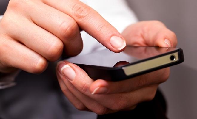 Studiu: Circa două treimi dintre români utilizează o aplicaţie mobilă pentru a rezerva zboruri sau cazare